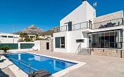 Продается эксклюзивная вилла в живописной зоне городка Полопе Alicante