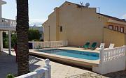 Продается вилла 230 кв метров с бассейном и частным садом в Л'Альбире Alicante