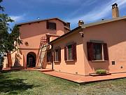 Продается фермерский дом площадью более 30 гектаров в Италии Livorno